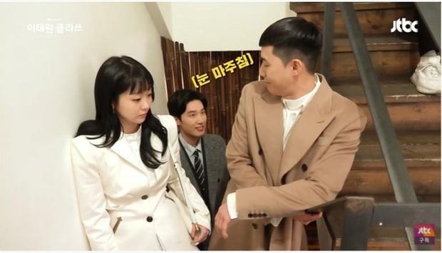 Park Seo Joon hết liếc mắt đưa tình với cậu hai Jangga lại ôm thắm thiết quý tử giết gà ở hậu trường Tầng Lớp Itaewon - Ảnh 4.
