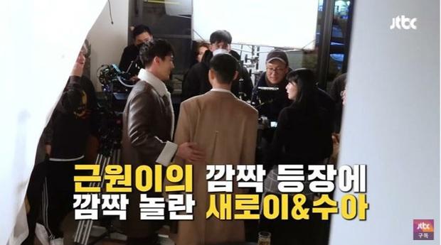 Park Seo Joon hết liếc mắt đưa tình với cậu hai Jangga lại ôm thắm thiết quý tử giết gà ở hậu trường Tầng Lớp Itaewon - Ảnh 5.