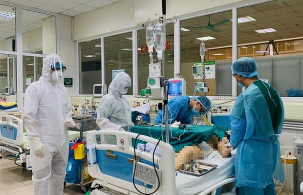 Bác gái bệnh nhân Covid-19 số 17 phải can thiệp tim phổi nhân tạo - Ảnh 1.