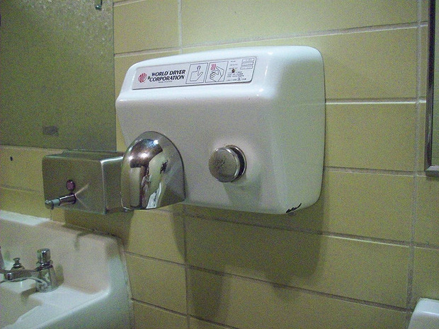 Cách sử dụng nhà vệ sinh công cộng an toàn, tránh lây nhiễm COVID-19 - Ảnh 3.