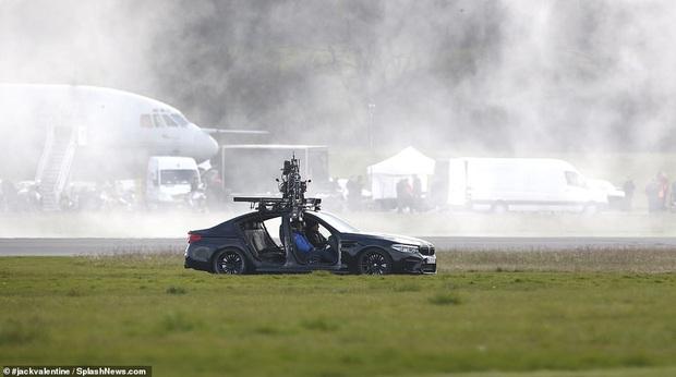 Hậu trường Mission: Impossible 7 lộ ảnh Tom Cruise bốc đầu phân khối lớn cực ngầu, chuẩn sugar daddy của chị em đây rồi! - Ảnh 7.