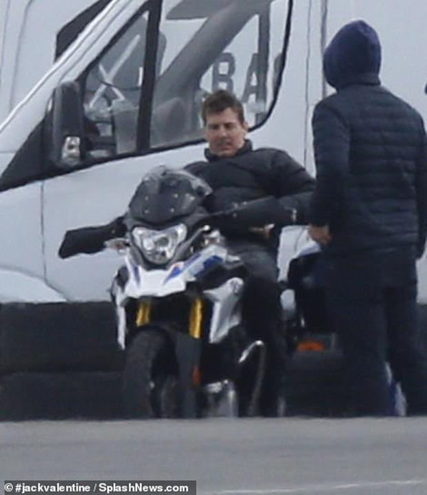 Hậu trường Mission: Impossible 7 lộ ảnh Tom Cruise bốc đầu phân khối lớn cực ngầu, chuẩn sugar daddy của chị em đây rồi! - Ảnh 8.