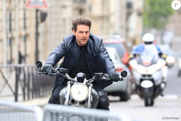 Hậu trường Mission: Impossible 7 lộ ảnh Tom Cruise bốc đầu phân khối lớn cực ngầu, chuẩn sugar daddy của chị em đây rồi! - Ảnh 13.