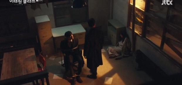 Quý tử Jangga giật tóc điên nữ ở tập 15 Tầng Lớp Itaewon, dân tình phẫn nộ: Hóa ra anh chọn cách chết! - Ảnh 2.