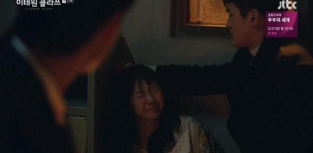 Quý tử Jangga giật tóc điên nữ ở tập 15 Tầng Lớp Itaewon, dân tình phẫn nộ: Hóa ra anh chọn cách chết! - Ảnh 4.