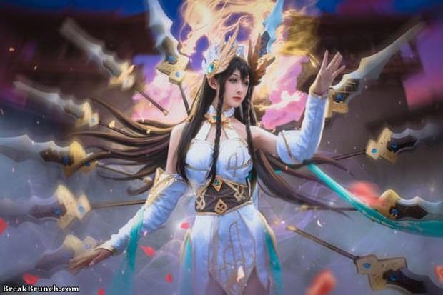 LMHT: Ngắm nhìn vẻ đẹp thoát tục tựa tiên nữ của cosplayer Trung Quốc trong bộ ảnh Irelia Thánh Kiếm - Ảnh 1.