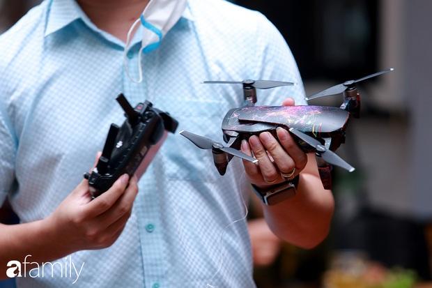 Trong thời kỳ dịch Corona, ông chủ quán gây bất ngờ khi đích thân làm phi công, lái flycam giao đồ ăn cho khách - Ảnh 5.