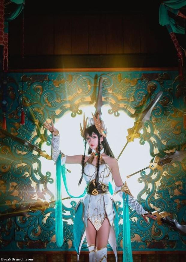LMHT: Ngắm nhìn vẻ đẹp thoát tục tựa tiên nữ của cosplayer Trung Quốc trong bộ ảnh Irelia Thánh Kiếm - Ảnh 8.