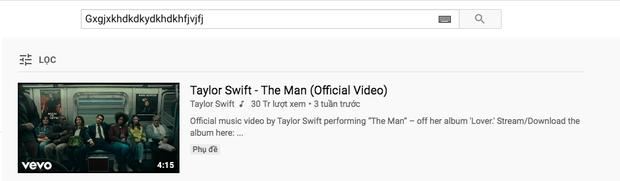 Không ai chơi lại Taylor Swift: Gõ dòng caption ba lăng nhăng, 1 năm sau fan rảnh quá tìm kiếm trên YouTube, lại cho ra kết quả là MV The Man? - Ảnh 2.