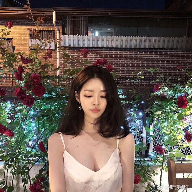 Bạn gái bí mật bị nghi xuất hiện trong clip nhập ngũ của Seungri: Chính là bạn thân sexy của Jisoo (BLACKPINK) ngày nào? - Ảnh 11.