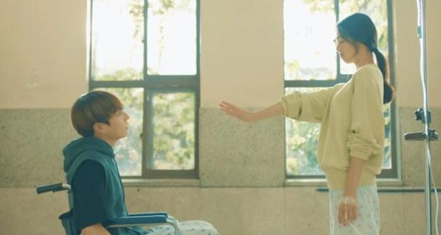 Yuna và Ryujin (ITZY) đóng MV cùng BTS rồi nhận lại những gì: Người được khoe khả năng vũ đạo, người bị cạo lông mày, thậm chí còn bị... cắt thoại! - Ảnh 3.