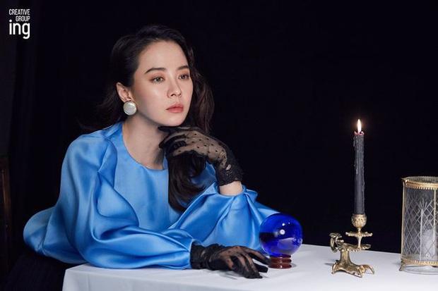 Cứ tưởng sút cân xuống sắc, ai dè loạt hình khoe hậu trường mới của mợ ngố Song Ji Hyo lại gây bão vì bùng nổ visual - Ảnh 3.