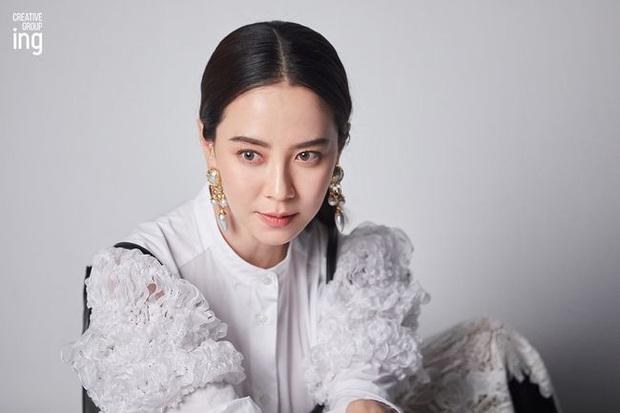 Cứ tưởng sút cân xuống sắc, ai dè loạt hình khoe hậu trường mới của mợ ngố Song Ji Hyo lại gây bão vì bùng nổ visual - Ảnh 2.
