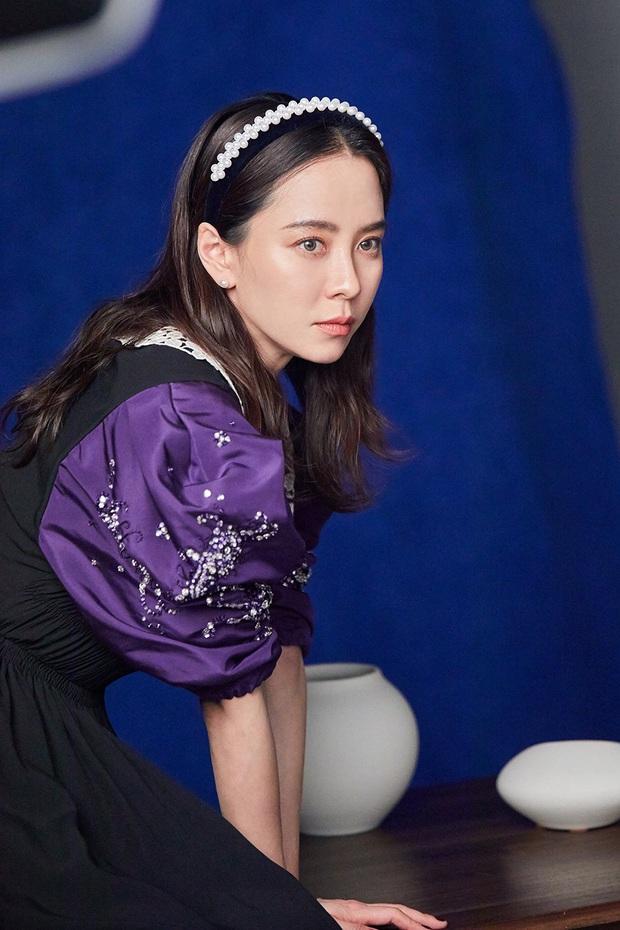 Cứ tưởng sút cân xuống sắc, ai dè loạt hình khoe hậu trường mới của mợ ngố Song Ji Hyo lại gây bão vì bùng nổ visual - Ảnh 4.