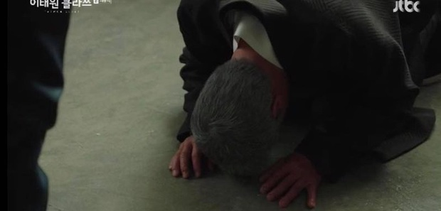Lão Jang quỳ gối trước Park Seo Joon ở TẬP CUỐI TẦNG LỚP ITAEWON, lý do chỉ vì thiếu tiền trả một bữa ăn, ủa bác? - Ảnh 5.