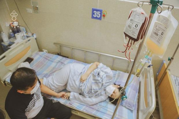 Giọt nước mắt của người đàn ông khi chứng kiến vợ mang thai 37 tuần bỗng phát hiện ung thư máu - Ảnh 1.