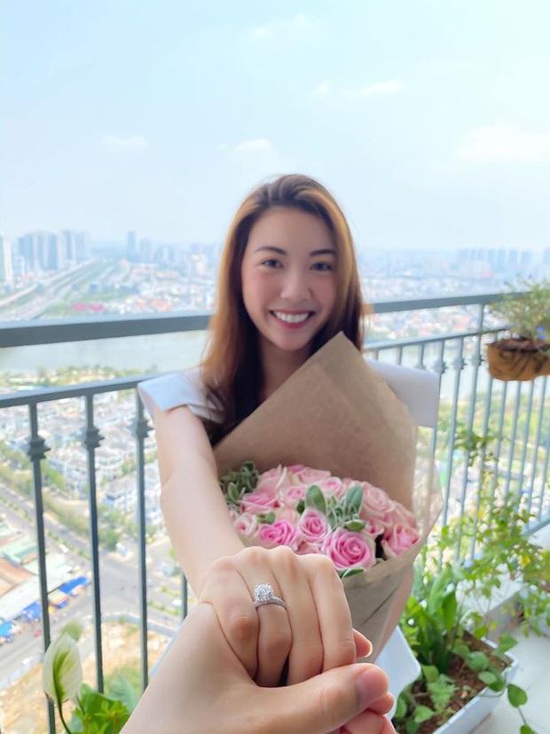 Râm ran chân dung chồng sắp cưới của Á hậu Thúy Vân: Doanh nhân bảnh bao, thân với Kim Lý và Trương Ngọc Ánh? - Ảnh 2.