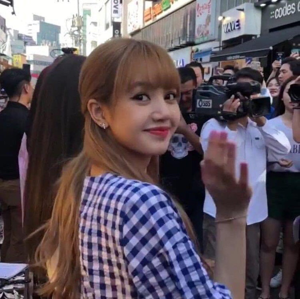 Loạt hình cận mặt chụp vội của búp bê sống Lisa gây sốt vì quá xinh đẹp, không cần photoshop vẫn lung linh bất ngờ - Ảnh 3.