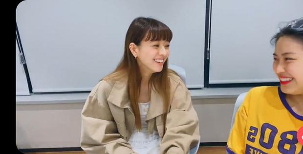 Yuna và Ryujin (ITZY) đóng MV cùng BTS rồi nhận lại những gì: Người được khoe khả năng vũ đạo, người bị cạo lông mày, thậm chí còn bị... cắt thoại! - Ảnh 11.
