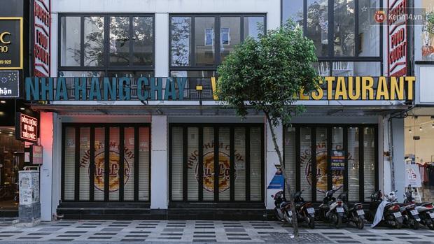 Những con đường sầm uất bậc nhất Sài Gòn nay còn đâu: Hàng loạt quán xá treo biển đóng cửa, hưởng ứng lời kêu gọi chống dịch Covid-19 - Ảnh 3.