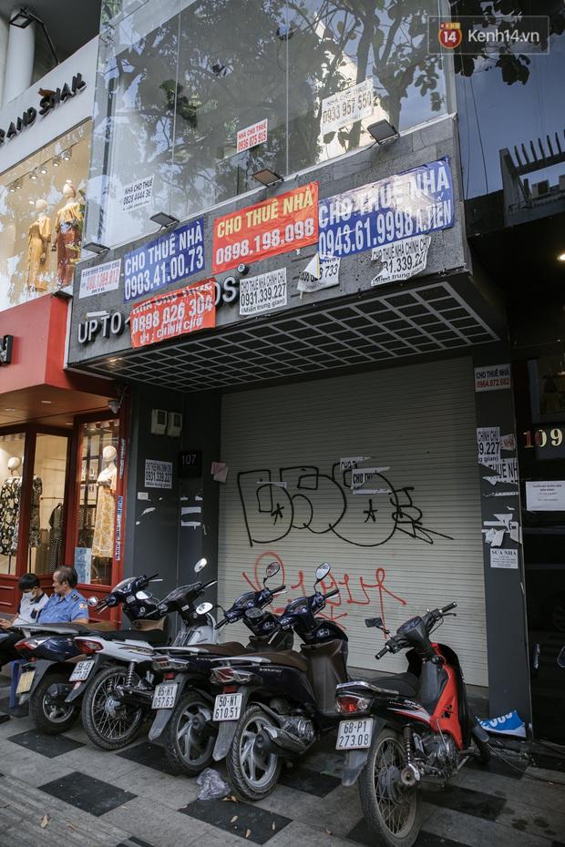 Những con đường sầm uất bậc nhất Sài Gòn nay còn đâu: Hàng loạt quán xá treo biển đóng cửa, hưởng ứng lời kêu gọi chống dịch Covid-19 - Ảnh 8.