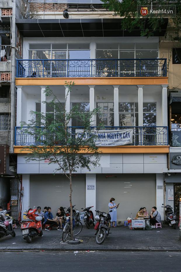 Những con đường sầm uất bậc nhất Sài Gòn nay còn đâu: Hàng loạt quán xá treo biển đóng cửa, hưởng ứng lời kêu gọi chống dịch Covid-19 - Ảnh 19.