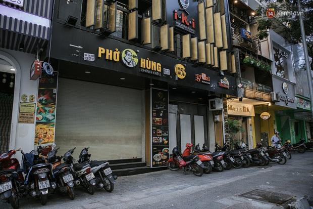 Những con đường sầm uất bậc nhất Sài Gòn nay còn đâu: Hàng loạt quán xá treo biển đóng cửa, hưởng ứng lời kêu gọi chống dịch Covid-19 - Ảnh 15.