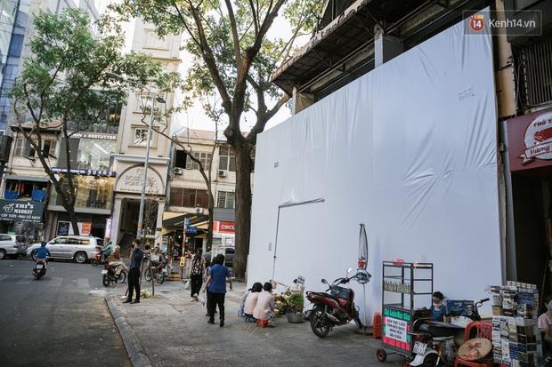 Những con đường sầm uất bậc nhất Sài Gòn nay còn đâu: Hàng loạt quán xá treo biển đóng cửa, hưởng ứng lời kêu gọi chống dịch Covid-19 - Ảnh 20.
