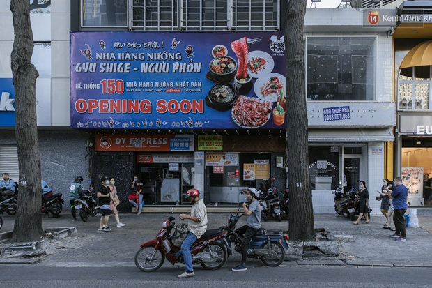 Những con đường sầm uất bậc nhất Sài Gòn nay còn đâu: Hàng loạt quán xá treo biển đóng cửa, hưởng ứng lời kêu gọi chống dịch Covid-19 - Ảnh 25.