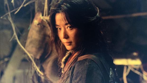 Mẹ đẻ Kingdom spoil mùa 3 cực mạnh: Mợ chảnh Jeon Ji Hyun đóng chính, cướp sạch spotlight bầy xác sống? - Ảnh 1.