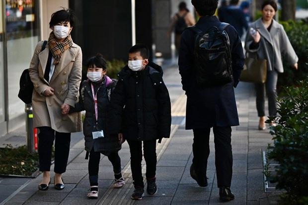 Hàng trăm triệu người trên thế giới bị phong tỏa do dịch COVID-19 - Ảnh 2.