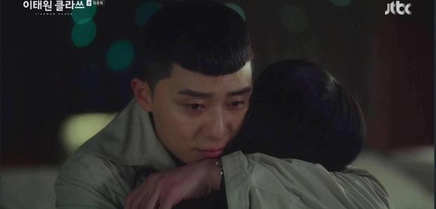 Choi Woo Sik khóc sướt mướt vì thương Park Sae Ro Yi ở Tầng Lớp Itaewon, fan chơi lầy kêu vì hụt cameo nên vậy! - Ảnh 2.