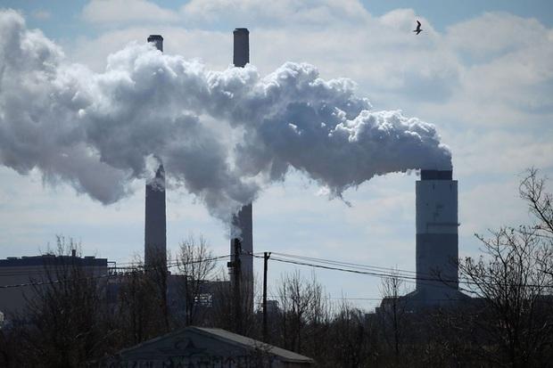 Những người sống trong bầu không khí ô nhiễm dễ bị tổn thương bởi Covid-19 - Ảnh 1.