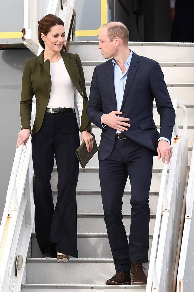 Lần đầu tiên Công nương Kate diện nguyên bộ suit, là học phá vỡ quy tắc Hoàng gia từ em dâu Meghan? - Ảnh 5.