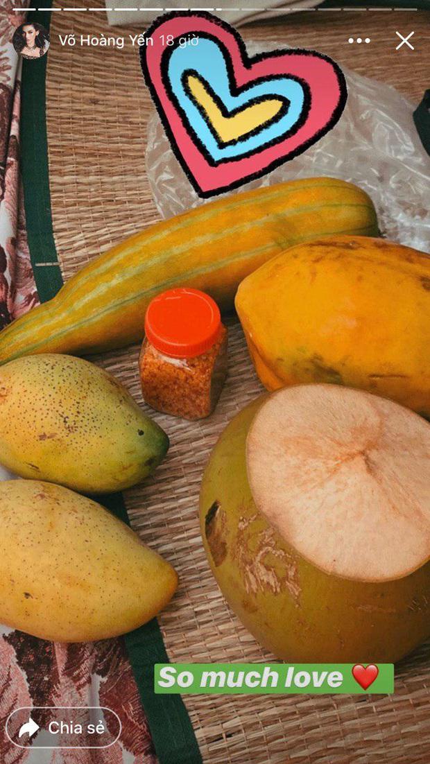 Đại gia khu cách ly gọi tên Võ Hoàng Yến: Bánh kẹo, hoa quả, vật dụng cá nhân nhiều đến mức mở cả tiệm tạp hoá cơ! - Ảnh 4.