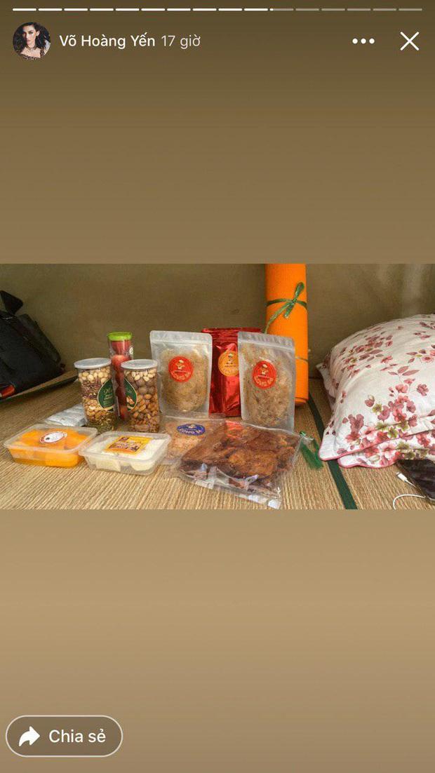 Đại gia khu cách ly gọi tên Võ Hoàng Yến: Bánh kẹo, hoa quả, vật dụng cá nhân nhiều đến mức mở cả tiệm tạp hoá cơ! - Ảnh 3.