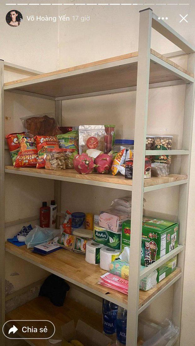 Đại gia khu cách ly gọi tên Võ Hoàng Yến: Bánh kẹo, hoa quả, vật dụng cá nhân nhiều đến mức mở cả tiệm tạp hoá cơ! - Ảnh 2.