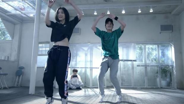 Yuna và Ryujin (ITZY) đóng MV cùng BTS rồi nhận lại những gì: Người được khoe khả năng vũ đạo, người bị cạo lông mày, thậm chí còn bị... cắt thoại! - Ảnh 8.