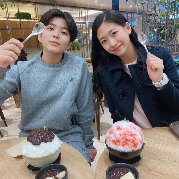 """Cuộc hội ngộ gây sốt của bộ đôi thiên thần nhí đồng niên Mason và Park Min Ha khiến dân tình phải thốt lên """"Ôi chúng ta đã già rồi!"""" - Ảnh 2."""