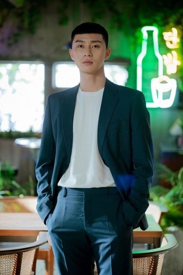 Review Tầng Lớp Itaewon: Chuyện nhiệt huyết tuổi trẻ lẽ ra còn hay ho hơn thế, phim mê bẻ lái bẻ luôn cả Park Seo Joon - Ảnh 12.