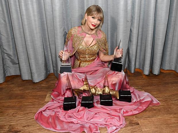 Taylor Swift và 4 năm thoát khỏi drama tai tiếng: Sự nghiệp tưởng bị nhấn chìm, trái lại càng thăng hoa với loạt kỷ lục chỉ Miss Americana mới làm được - Ảnh 12.