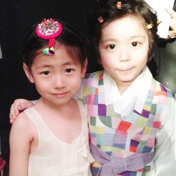 """Cuộc hội ngộ gây sốt của bộ đôi thiên thần nhí đồng niên Mason và Park Min Ha khiến dân tình phải thốt lên """"Ôi chúng ta đã già rồi!"""" - Ảnh 4."""
