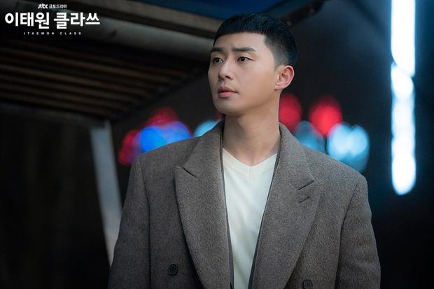 Review Tầng Lớp Itaewon: Chuyện nhiệt huyết tuổi trẻ lẽ ra còn hay ho hơn thế, phim mê bẻ lái bẻ luôn cả Park Seo Joon - Ảnh 9.