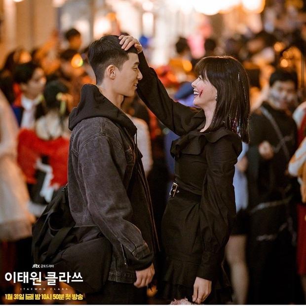 Review Tầng Lớp Itaewon: Chuyện nhiệt huyết tuổi trẻ lẽ ra còn hay ho hơn thế, phim mê bẻ lái bẻ luôn cả Park Seo Joon - Ảnh 15.