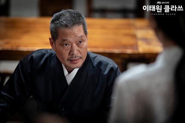 Review Tầng Lớp Itaewon: Chuyện nhiệt huyết tuổi trẻ lẽ ra còn hay ho hơn thế, phim mê bẻ lái bẻ luôn cả Park Seo Joon - Ảnh 14.