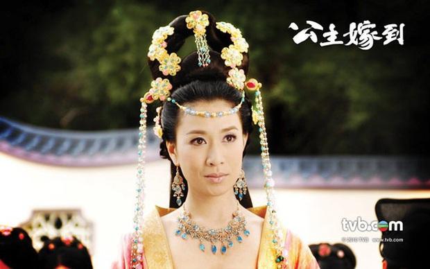 11 vai diễn làm nên tên tuổi Nhất Tỉ TVB Xa Thi Mạn: Trùm tắc kè hoa là chị, 4 vai một phim còn trị được huống gì tiểu tam đam mĩ - Ảnh 8.