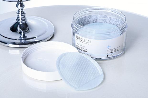 Ngay cả làn da đụng tí lên mụn cũng hóa mịn mướt, đẹp khó cưỡng nhờ 5 sản phẩm skincare Hàn Quốc sau đây - Ảnh 1.