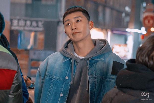 Review Tầng Lớp Itaewon: Chuyện nhiệt huyết tuổi trẻ lẽ ra còn hay ho hơn thế, phim mê bẻ lái bẻ luôn cả Park Seo Joon - Ảnh 8.