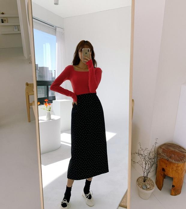 Chân váy đen dễ mặc mà cũng dễ nhạt, nhưng bạn áp dụng loạt ý tưởng sau thì xịn đẹp phải biết - Ảnh 4.