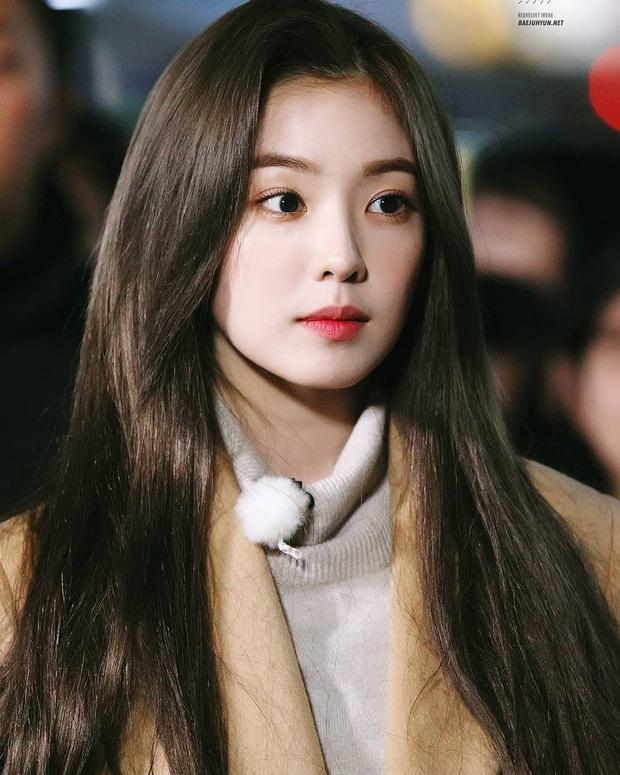 Bức ảnh sân bay bí ẩn khiến fan Kpop lú cực độ: Idol cực phẩm che mặt, fan 8 sao Hàn cả idol, diễn viên nam nữ đều lao vào nhận idol - Ảnh 7.